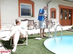 Pool guy and the plump babe in face sitting play time