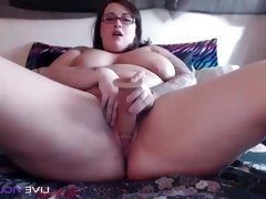 Curvaceous BBW with F cup tits fucks a phat juicy pussy