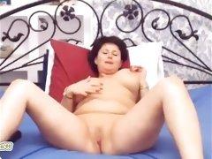Webcam curvy brunette mature milf rubbing pussy